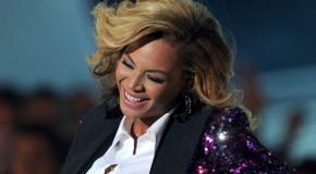 Beyoncé ai VMA annuncia che sarà mamma