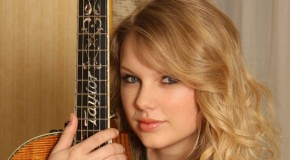 """Taylor Swift festeggia un anno di successi del suo """"1989"""" con un video dal vivo"""