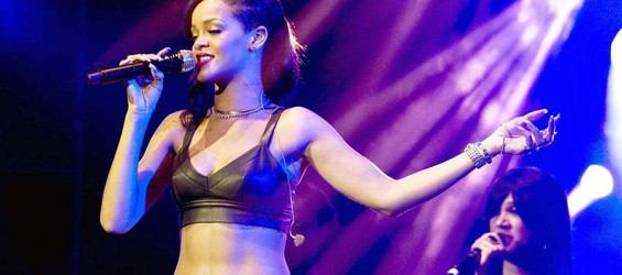 "Rihanna: in arrivo il dvd ""Loud Tour: Live at the O2"""