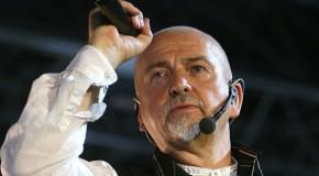 Peter Gabriel canta Bowie per i 25 anni della caduta del muro