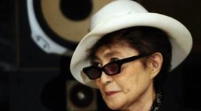 Yoko Ono diventa stilista e si ispira a John Lennon
