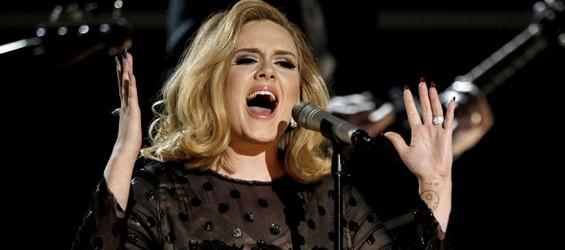 Adele canterà ancora per 007?