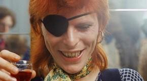 La prima statua al mondo di Bowie si trova in provincia di Lucca
