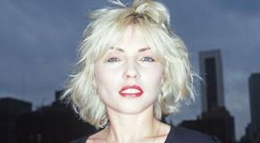 Auguri Debbie Harry, cuore di vetro e attitudine punk