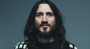 """John Frusciante: """"L'arte non si paga"""". E regala nuova musica ai fan"""