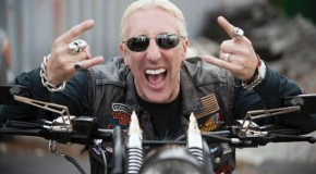 "Dee Snider incide una versione acustica di ""We're Not gonna Take It"" (Twisted Sister)"