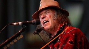 "Neil Young: arriva il disco acustico ""perduto"" – ascolta in streaming"