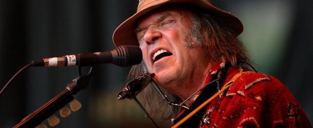"""Neil Young: arriva il disco acustico """"perduto"""" – ascolta in streaming"""