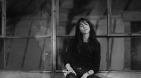 """Il fascino discreto di Charlotte Gainsbourg: ecco il nuovo EP """"Take 2"""""""