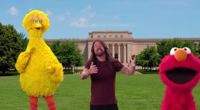 Dave Grohl ancora una volta coi Muppet